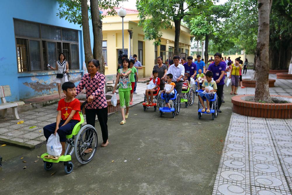 Children in Vietnam in wheelchairs
